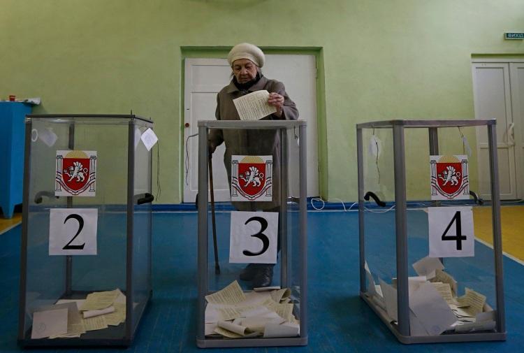 Crimea voter